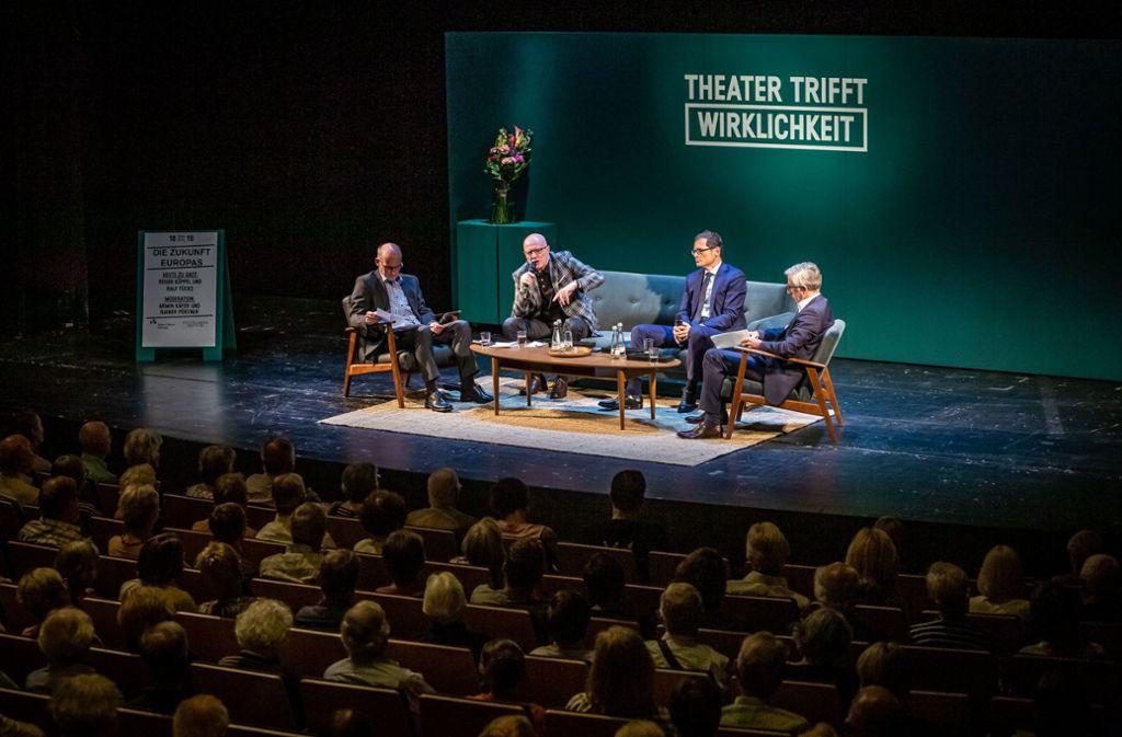Beim  Streitgespräch zwischen Ralf Fücks und Roger Köppel – hier im Bild mit StZ-Politikchef Rainer Pörtner (li.) und StZ-Autor Armin Käfer (re.) – geht es auf offener Bühne hoch her. Foto: Lichtgut/Julian Rettig