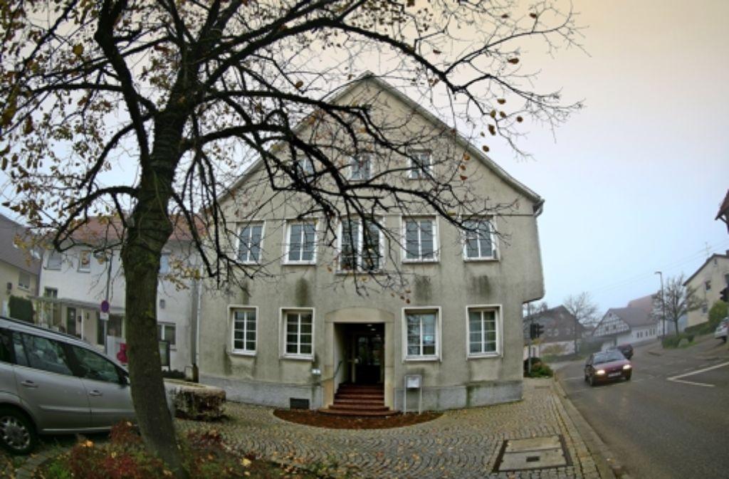 Trotz einer Einigung in einem Arbeitsstreit hinterlassen die Begleitumstände im Umfeld des Baltmannsweiler Rathauses ein gewisses Maß an Tristesse. Foto: Rudel/Archiv