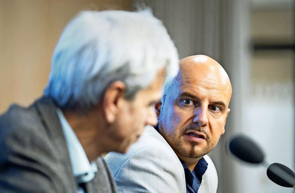 Stefan Räpple und sein Mitstreiter Wolfgang Gedeon (beide AfD) bei einer gemeinsamen Pressekonferenz im Januar Foto: dpa