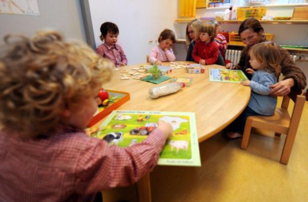 Was fühlt ein Kind, wenn die Eltern arbeiten gehen? Diese Frage wird unter Experten teils hitzig diskutiert. Foto: dpa