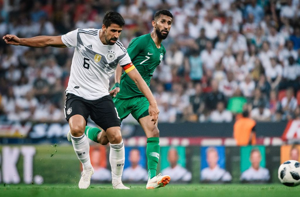 Voller Einsatz im letzten WM-Test: Sami Khedira gegen Saudi-Arabien Foto: