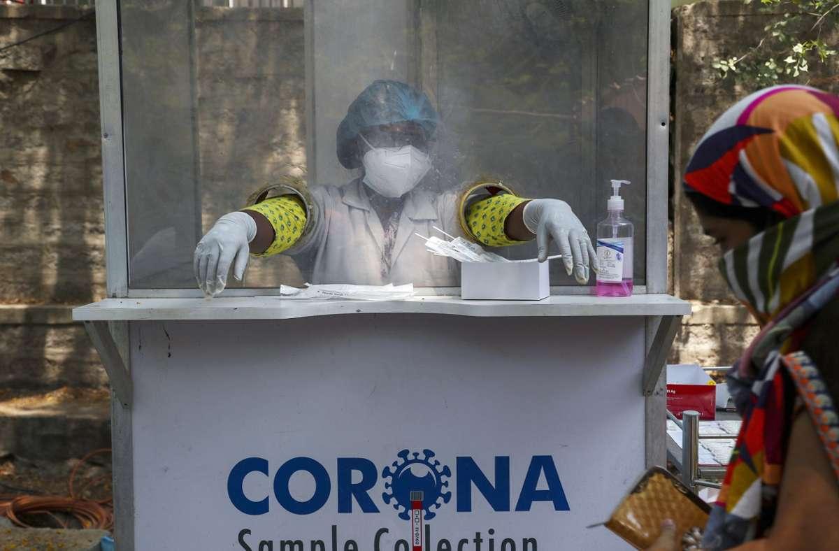 Indien steckt mitten in einer schweren Infektionswelle. Die indische Coronavariante bereitet nun auch in Europa Sorgen. Foto: dpa/Mahesh Kumar