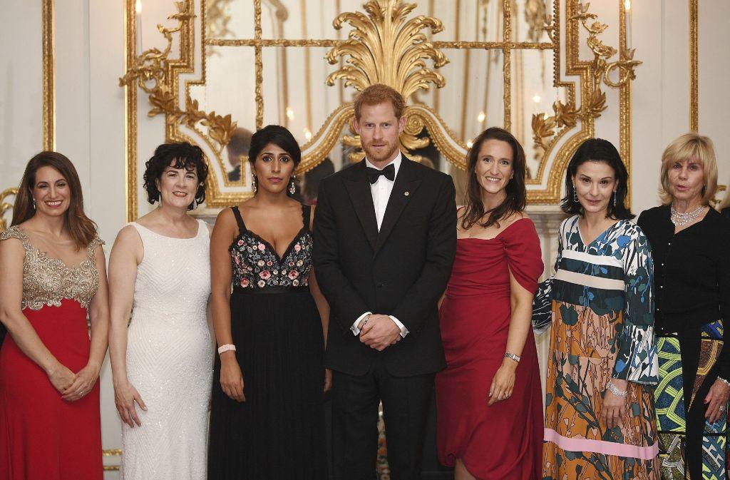 11. Oktober 2017:  Prinz Harry beim Gala-Dinner mit Frauen, die in der Finanzbranche arbeiten. Foto: AP