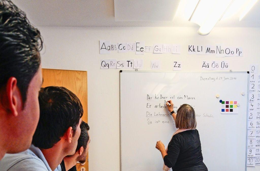 Seit  Deutschland über die Aufnahme von Flüchtlingen diskutiert,  wird die Notwendigkeit von Erwachsenenbildung wieder ein Stück offensichtlicher. Foto: factum/Granville