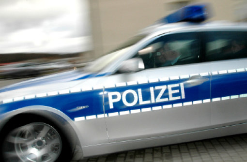 In Schwetzingen hat ein Unbekannter eine Tankstelle überfallen. Der Mann war mit einem Messer bewaffnet. (Symbolfoto) Foto: AP