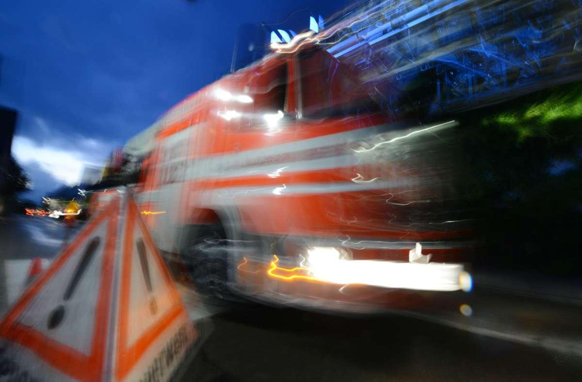Die Feuerwehr musste wegen einer Autobatterie zu dem Einsatz in Esslingen ausrücken. Foto: dpa/Patrick Seeger