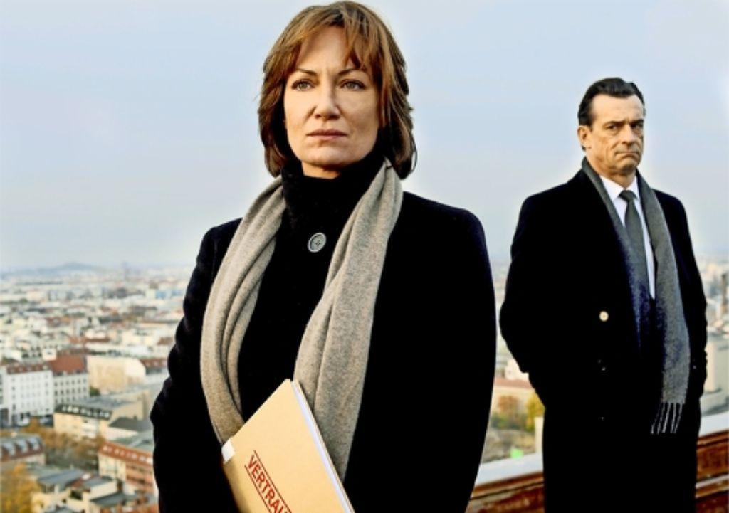 Nur er hält zu ihr: Karla Lorenz (Natalia Wörner) und ihr Vorgesetzter Thomas Eick (Thomas Sarbacher). Foto: ARD