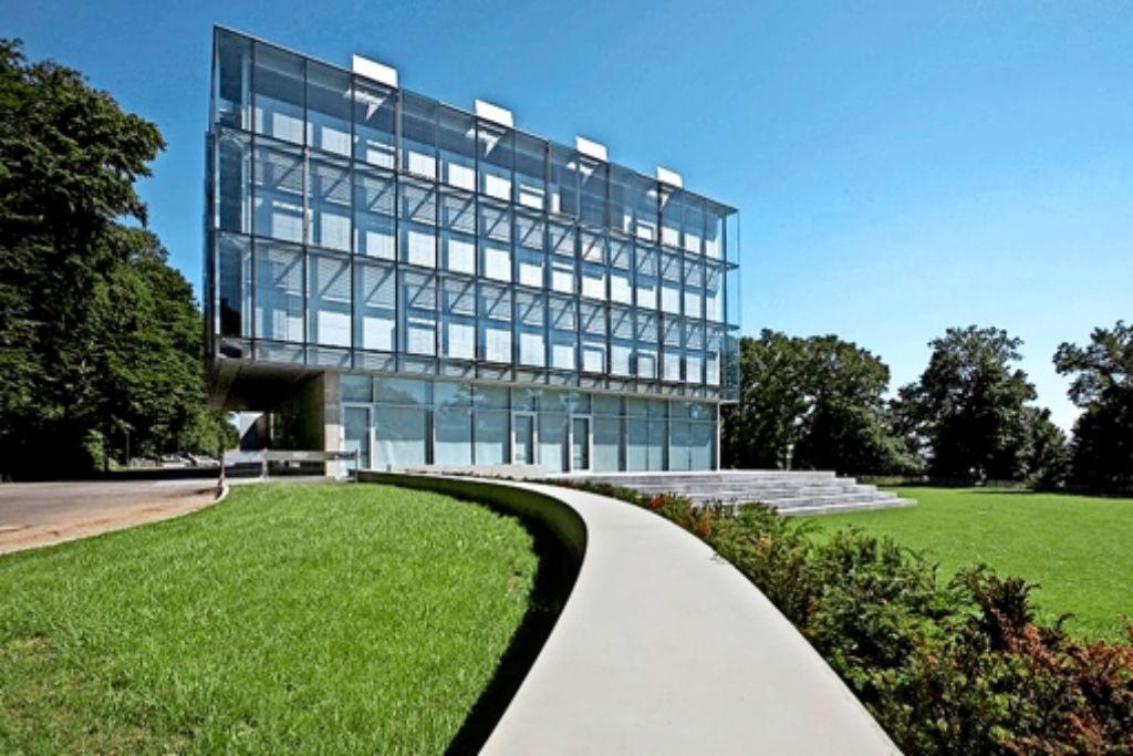 Die Zeppelin-Universität gilt als ein Aushängeschild Friedrichhafens. Doch hinter der glänzenden Fassade brodelt es im Moment. Foto: Anja Köhler
