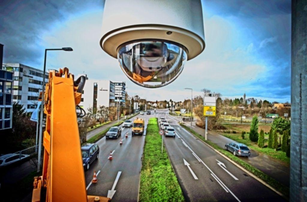 Die neue Kamera   zeigt  die aktuelle Verkehrssituation am Abzweig zur  Nord-Süd-Straße und zur Ostumfahrung. Foto: Lichtgut/Achim Zweygarth