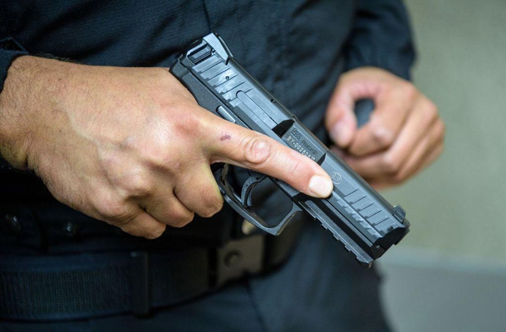 Ein Mann wurde bei einem Abschiebeeinsatz bei Bonn von einer Polizeikugel verletzt (Symbolbild). Foto: dpa