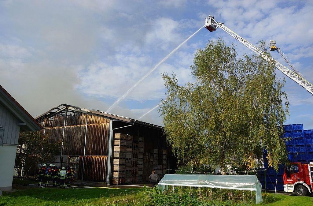 In einer Obstlagerhalle in Uhldingen-Mühlhofen hat es gebrannt. Foto: KFV Bodenseekreis