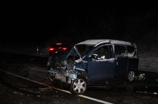 Zwei Autos kollidieren auf B295 – zwei Verletzte