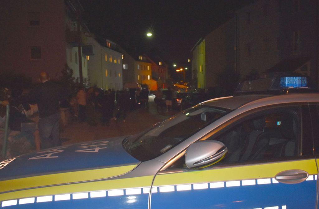 Die Polizei war am Montagabend zu dem Mehrfamilienhaus gerufen worden. Foto: SDMG