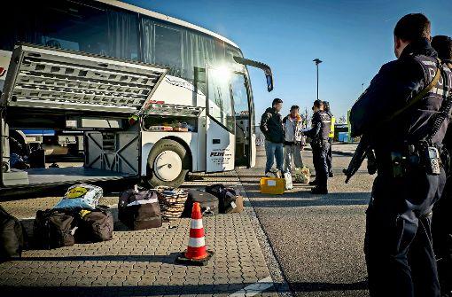 Fahndung nach Einbrechern im Fernbus
