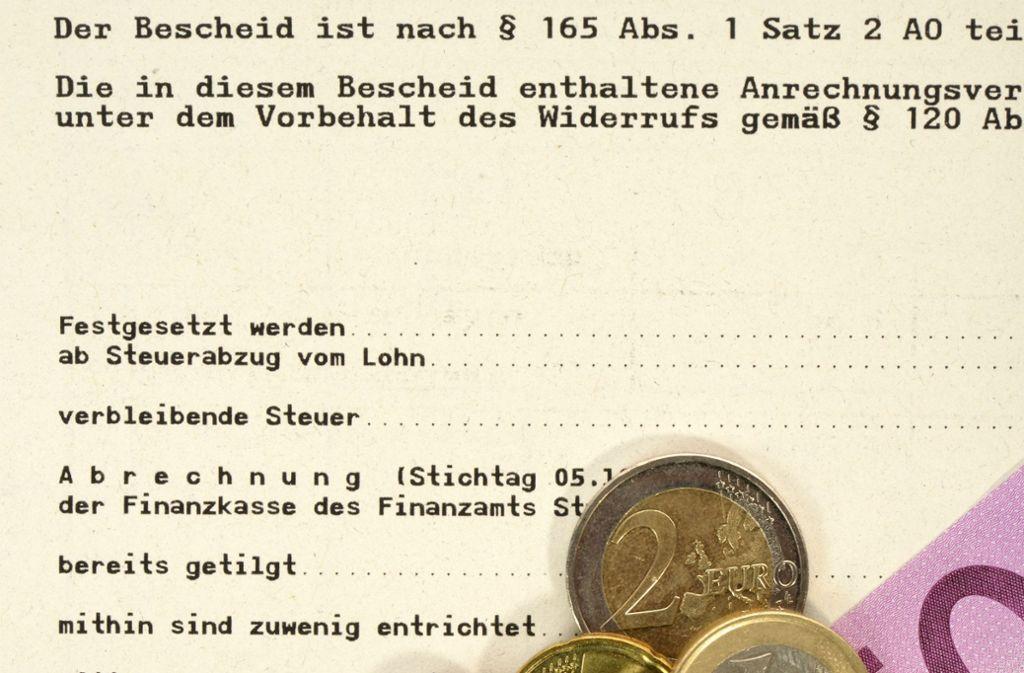 Viele Bürger haben Probleme, Post vom Finanzamt zu verstehen. Foto: www.mauritius-images.com