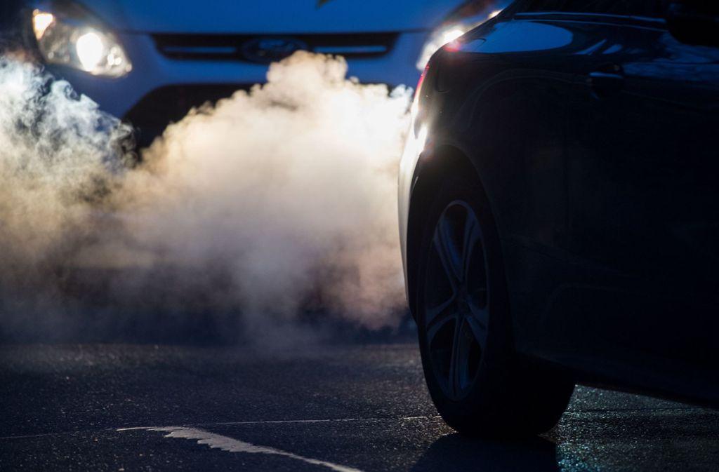 Wie gefährlich ist das, was bei alten Dieseln hintenrauskommt? Foto: dpa