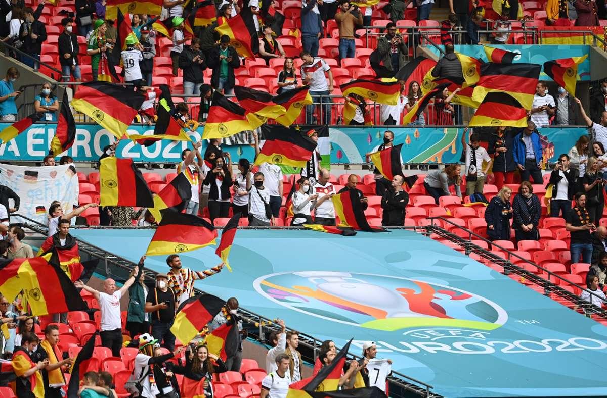 Ein weinendes deutsches Mädchen wurde nach dem Sieg der Engländer im Achtelfinale im Internet teils heftig beleidigt. Foto: imago images/Sven Simon/Frank Hoermann