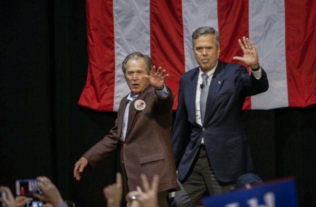 Hilfe vom Ex-Präsidenten: Jeb Bush (rechts) und sein älterer Bruder George W. Bush. Foto: dpa