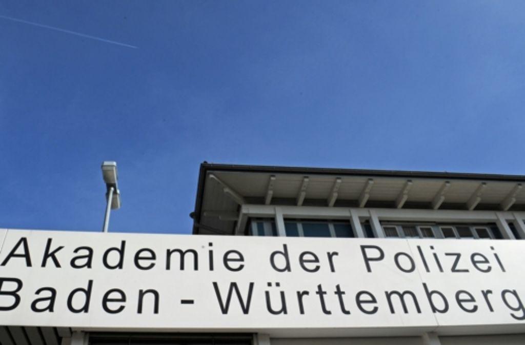 Die ehemalige Polizeischule in Freiburg könnte schon im kommenden Sommer als Erstaufnahmestelle zur Verfügung stehen, meint Freiburgs OB Dieter Salomon. Foto: dpa