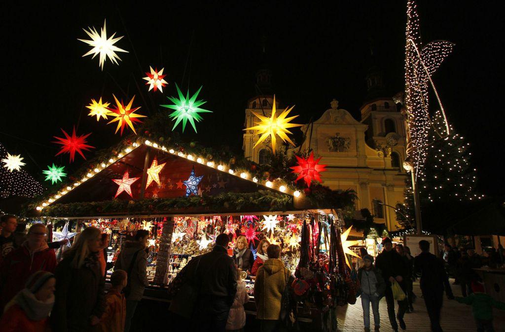 Der Ludwigsburger Weihnachtsmarkt ist der größte im Kreis. Doch auch die kleineren in den umliegenden Orten bezaubern in idyllischen Lagen mit Kulinarischem und Kunsthandwerk. Foto: factum/Granville