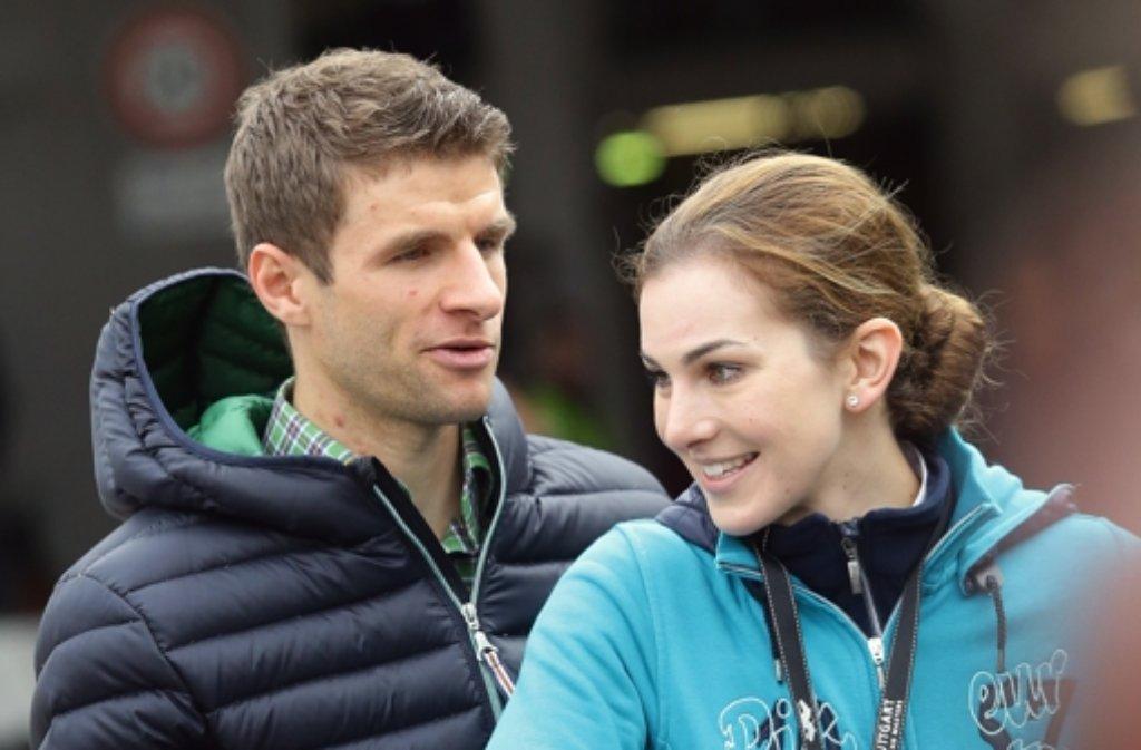 Ein sportliches Paar: Fußballweltmeister Thomas Müller und seine Frau, die Reiterin Lisa Müller. Foto: Pressefoto Baumann