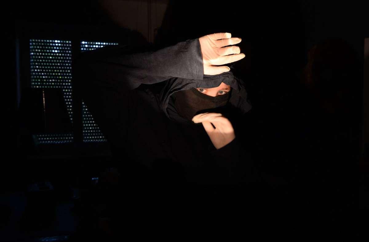 Der Bewohner erwischte die Einbrecher auf frischer Tat. (Symbolbild) Foto: imago images/Petra Schneider