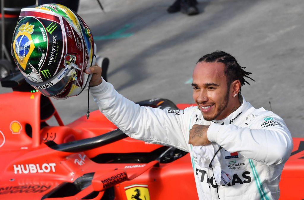 Lewis Hamilton jubelte schon auf dem Brasilianischen Grand Prix Mitte November. Jetzt hat er erneut Grund zur Freude (Archivbild). Foto: AFP/NELSON ALMEIDA