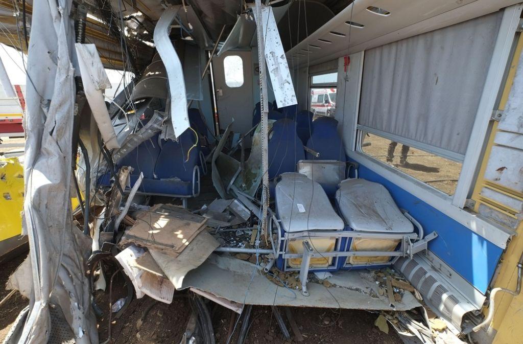 Es sind noch nicht alle Opfer des schweren Zugunglücks in Italien identifiziert - aber die Schuldzuweisungen sind schon im vollen Gange. Foto: AFP