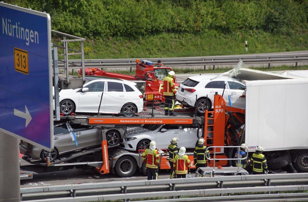 Im Stauende des ersten Unfalls kracht es auf der A8 erneut. Foto: Andreas Rosar