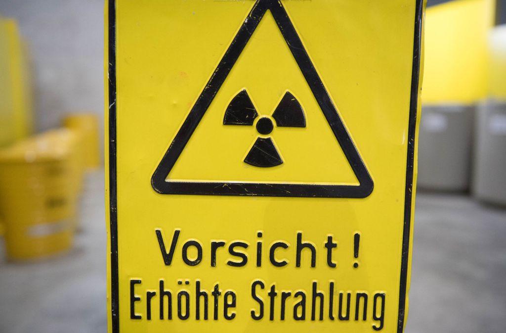 Warnung vor Radioaktivität: Bis 2031 soll in Deutschland ein zentrales Atommüllendlager für ausgediente Brennelemente gefunden sein. Foto: dpa