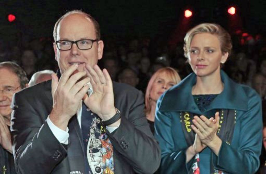 Fürst Albert von Monaco mit seiner Frau Charlène beim Zirkusfestival in Monte Carlo. Foto: dpa