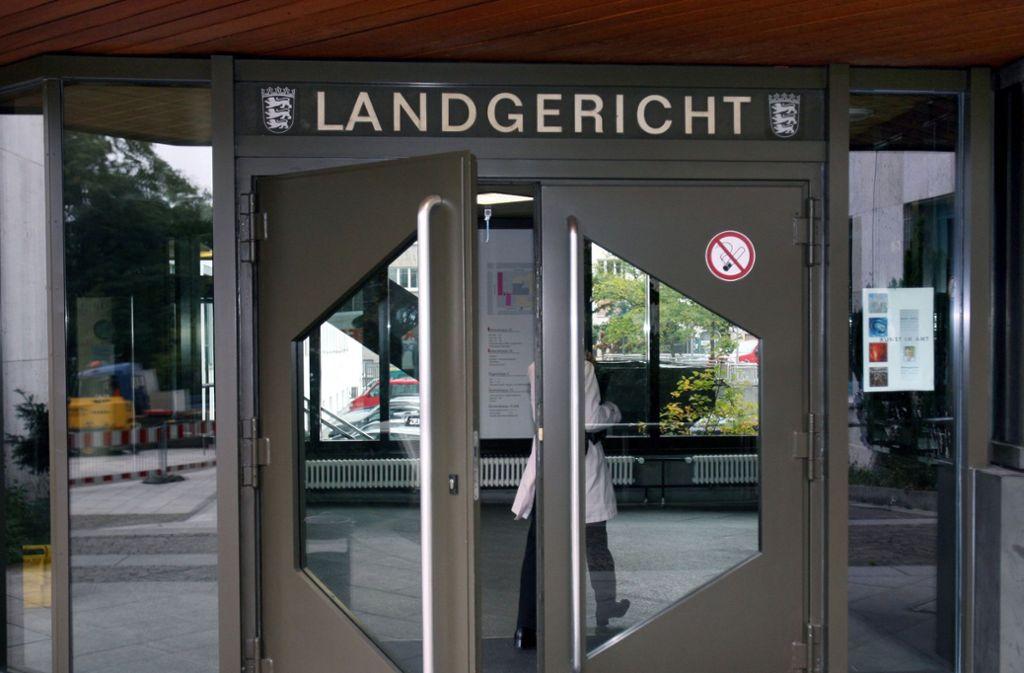 Am Landgericht Stuttgart wird wegen versuchten Totschlags verhandelt. Foto: dpa