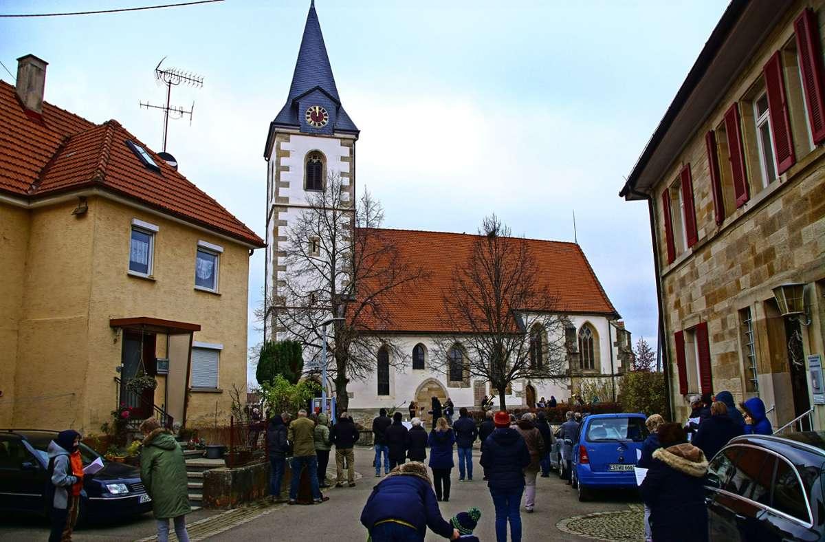 Erst wenn die Glocken neue Klöppel erhalten haben, kann die Kirchturmuhr wieder  laufen. Foto: Thomas Krytzner