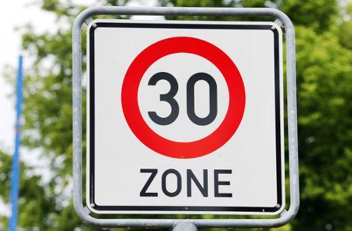 22-Jähriger rast mit Tempo 140 durch 30er-Zone