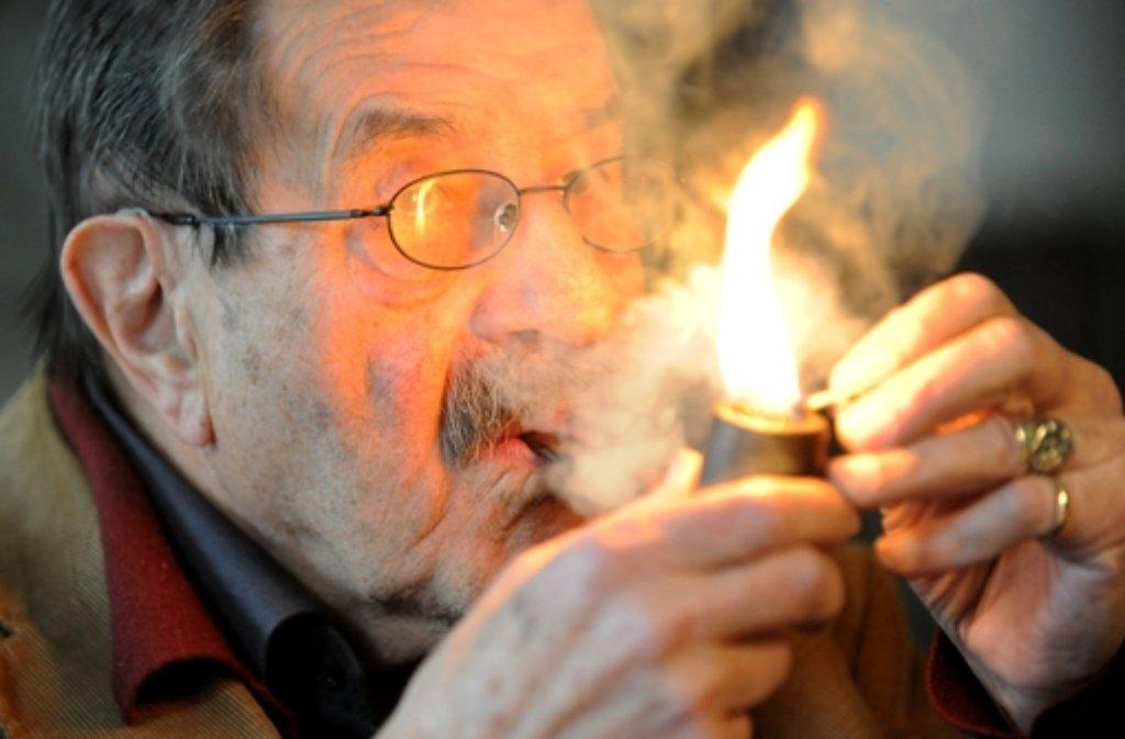 Literaturnobelpreisträger Günter Grass hat sich erneut in Versform zu einem tagesaktuellen Thema zu Wort gemeldet. Foto: dpa