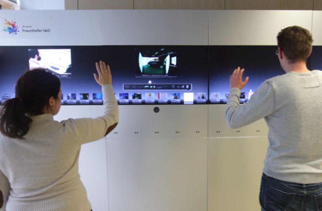 Gestensteuerung (wie hier am Fraunhofer-Institut) wird immer mehr in unser digitales Leben drängen. Foto: Achim Zweygarth
