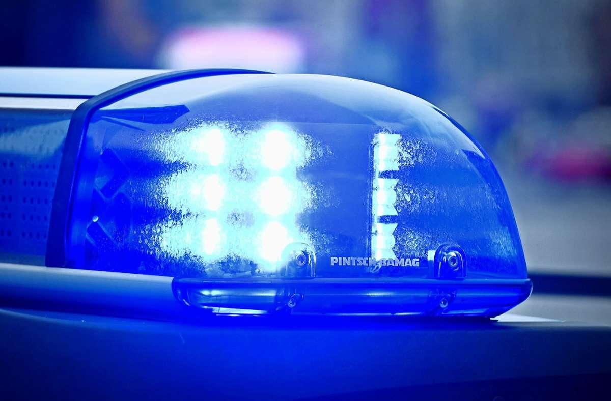 Die Polizei sucht nach dem Vorfall Zeugen. (Symbolbild) Foto: dpa/Patrick Pleul