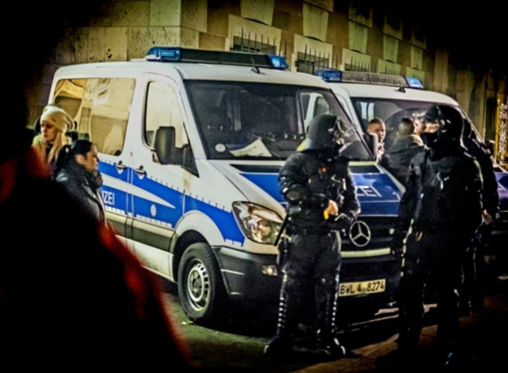 Die  Polizisten  hatten in der  Silvesternacht viel zu tun. Nach den Vorfallen häufen sich die Beschwerden von Bürgern, die sich in Stuttgart nicht mehr sicher fühlen. Foto: Lichtgut/Max Kovalenko