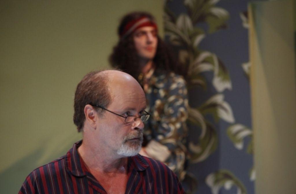 Der Dichter und sein indischer Sohn: Sebastian Kowski als Salman und Fridolin Y. Sandmeyer als Teenager. Foto: Schauspiel Stuttgart