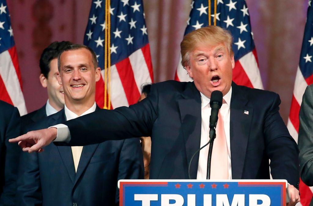 Donald Trump feuert seinen Wahlkampf-Manager Corey Lewandowski (links), der sich zuvor noch gut gelaunt  zeigte. Foto: AFP