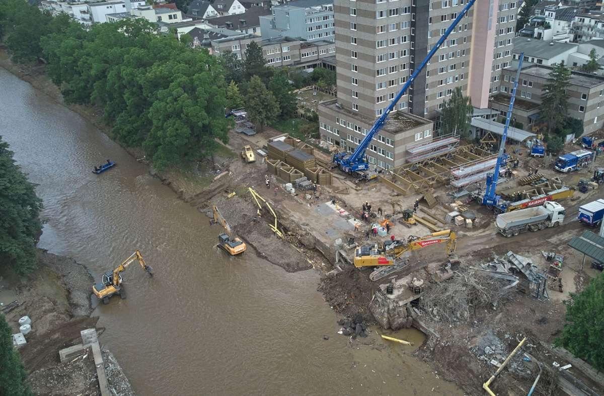Arbeiten im überschwemmten Katastrophengebiet Foto: dpa/Thomas Frey