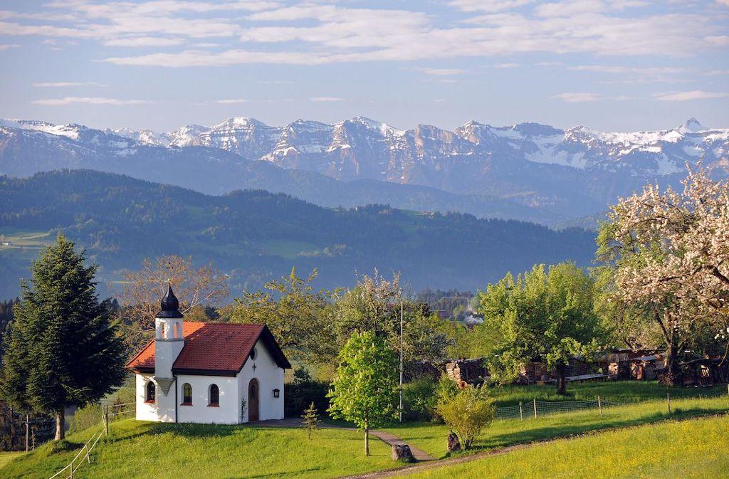 Ökumenische Hubertuskapelle in Scheidegg im Allgäu  Foto: Scheidegg-Tourismus