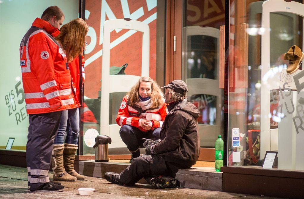 Vor allem bei kalten Temperaturen wird es für Obdachlose gefährlich (Archivbild). Foto: dpa