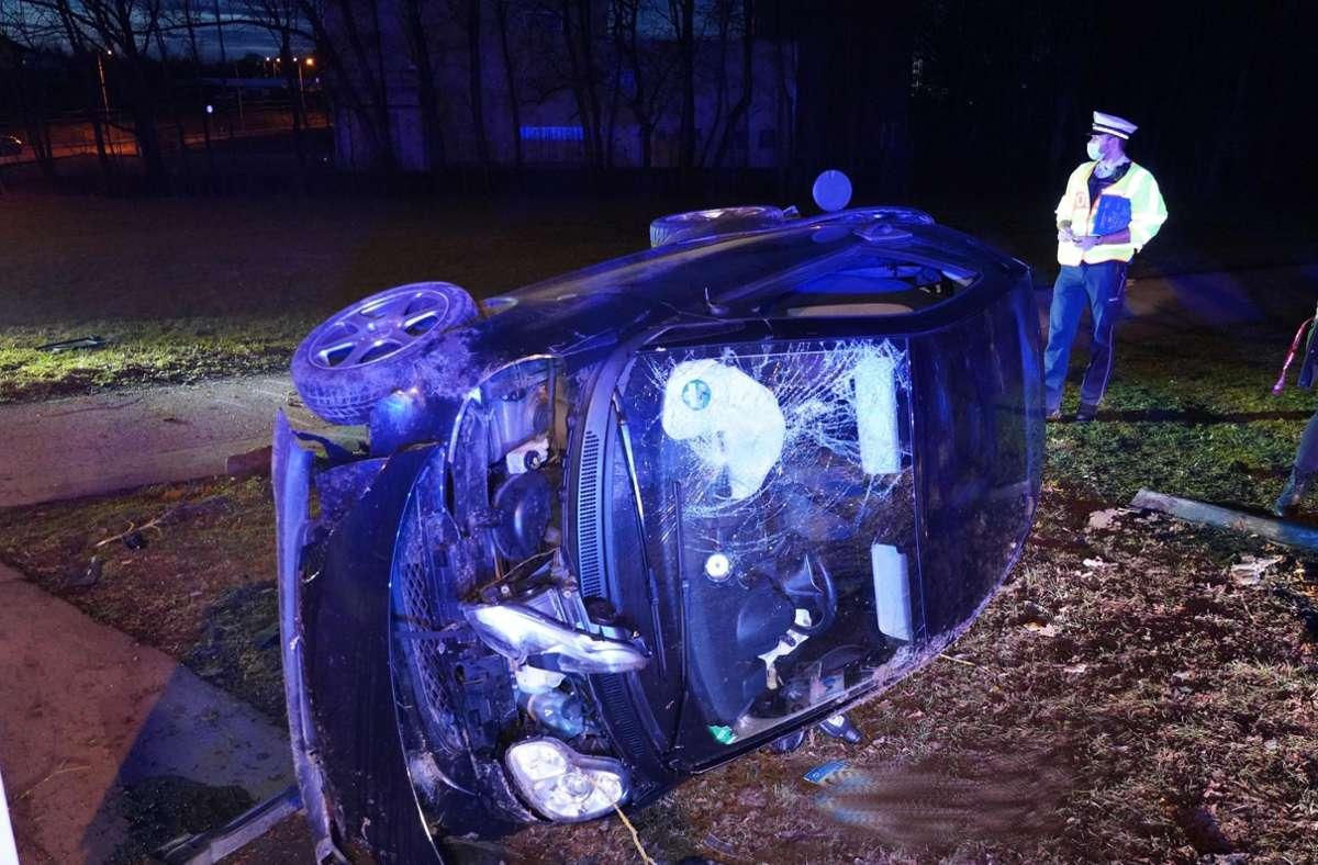 Der Fahrer des Wagens wurde bei dem Unfall leicht verletzt. Foto: Andreas Rosar Fotoagentur-Stuttgart