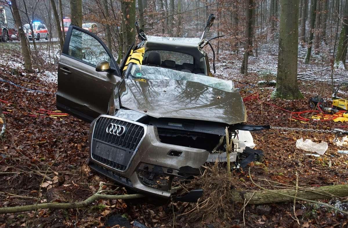 Die 73-Jährige war mit ihrem Audi gegen mehrere Bäume gekracht. Foto: SDMG/Dettenmeyer