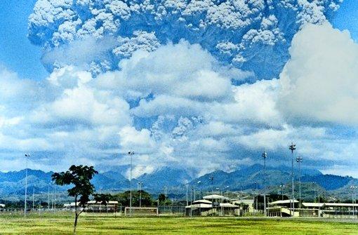 Vulkanausbruch auf den Philippinen 1991: durch das Schleudern von 20 Millionen Tonnen Schwefel in die Atmosphäre sank die Erdtemperatur. Einige Forscher würden die Methode gerne zur Erdabkühlung anwenden, andere befürchten schreckliche Folgen. Foto: AFP