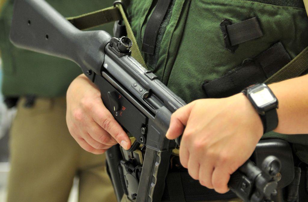 In Leipzig ist vor drei Jahren eine Maschinenpistole der Polizei verloren gegangen. Foto: picture alliance / dpa