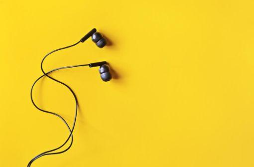 So reinigen und desinfizieren Sie Kopfhörer. In-Ear-Kopfhörer, Airpods, Headsets, On-Ear-Kopfhörer und Over-Ear-Kopfhörer.