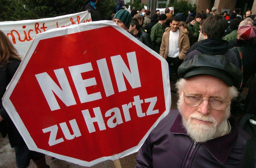 Der öffentliche Protest hat seit Inkrafttreten der Hartz-Reformen vielleicht nachgelassen – der Ärger darüber in Teilen der Bevölkerung gewiss nicht. Foto: dpa