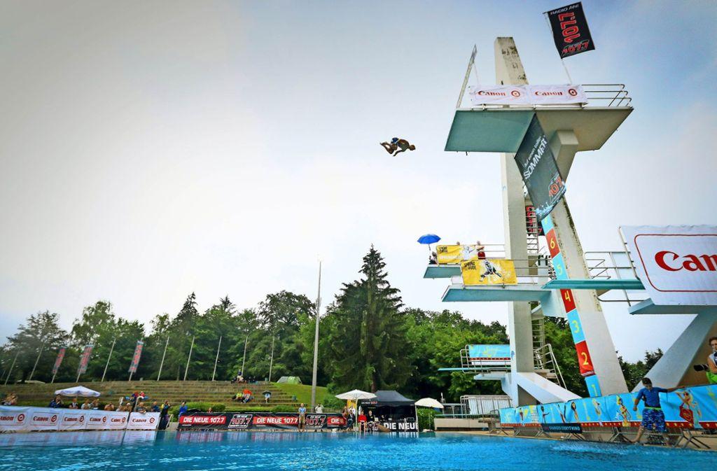 Die Springer vom Zehn-Meter-Turm zeigen atemberaubende Saltos. Foto: factum/Granville